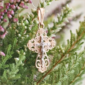 ажурный крестик из серебра с позолотой для крещения девочки