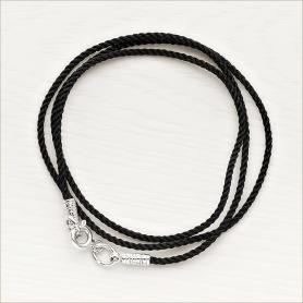 витой шелковый шнур черного цвета с резной серебряной застежкой, универсальный по толщине