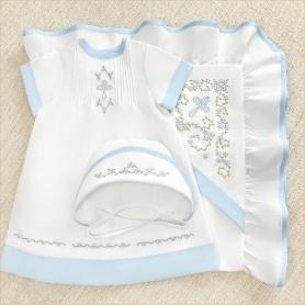 крестильный набор для девочки с голубой вышивкой и отделкой