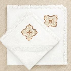 кружевные полотенца для крещения мальчика с бежево-коричневым крестом