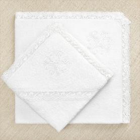кружевное крестильное полотенце для ребенка с белым вышитым крестиком