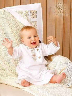 крестильный набор для мальчика с льняной косовороткой и вышитой простынкой