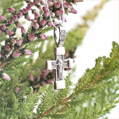 миниатюрный серебряный крестик классической формы арт.14686