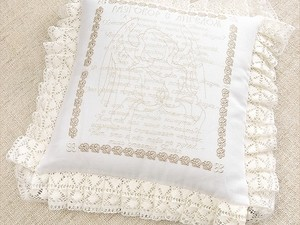 Вышитая подушка в подарок на Крестины