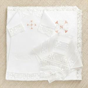 крестильный комплект с кружевной рубашкой и полотенцем для девочки