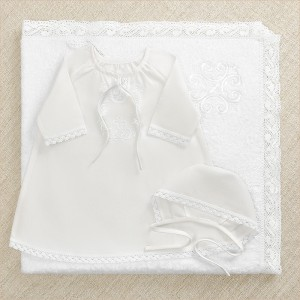 недорогой крестильный набор с махровым крестильным полотенцем с белым крестиком на капюшоне