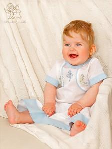 крестильная рубашка для мальчика с голубой вышивкой