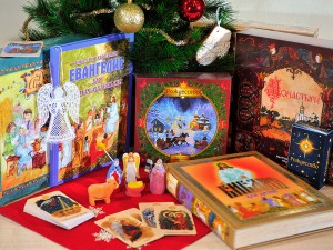 витрина с подарками на Рождество