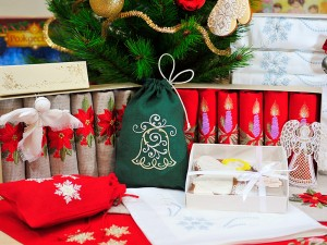 наши швейные изделия - салфетки с новогодней вышивкой