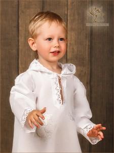 крестильная рубашка детская с вышитым ангелочком на грудке
