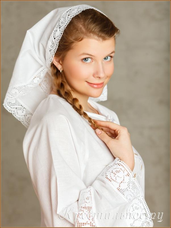 девушка в крестильной косынке