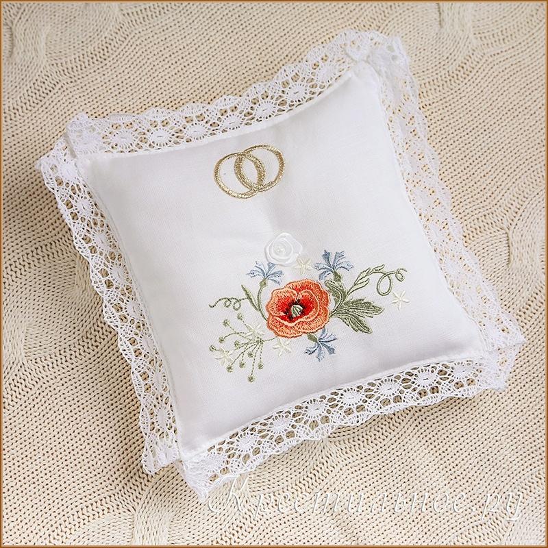 вышитая подушка для свадебных колец