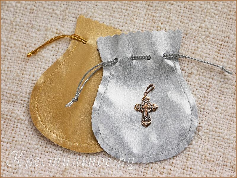 крестик в подарочном мешочке