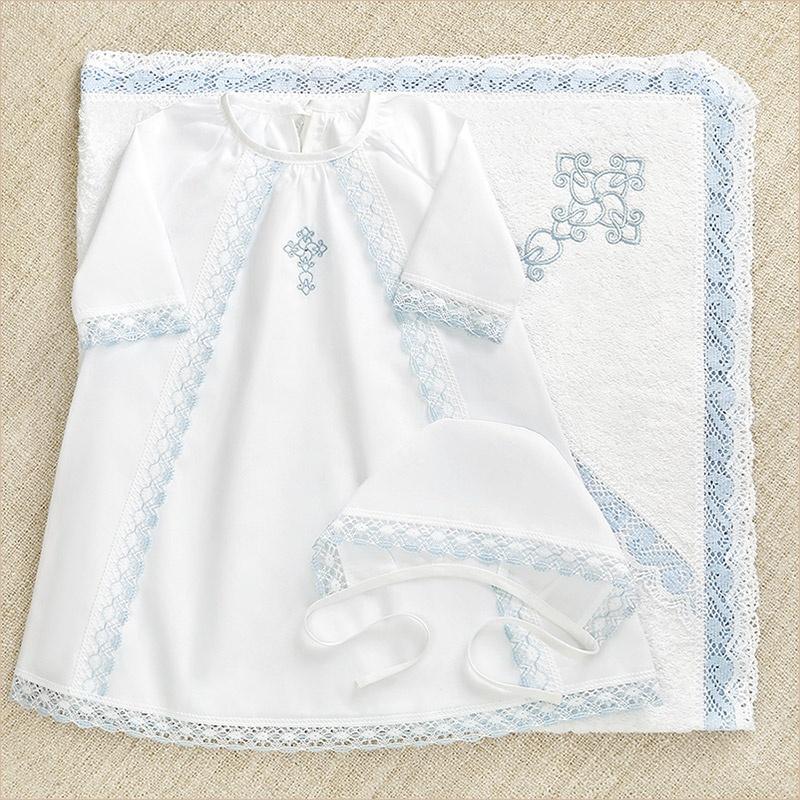 крестильный набор для мальчика с голубым кружевом: полотенце + рубашка + изделие на выбор