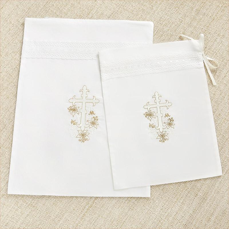 мешочек для крестильного набора с вышитым крестом и золотыми лилиями