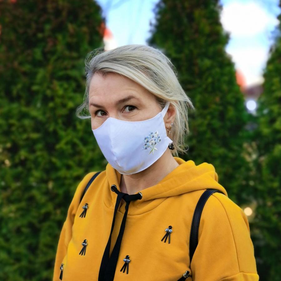 """Многоразовая тканевая маска с вышивкой """"Незабудка"""""""