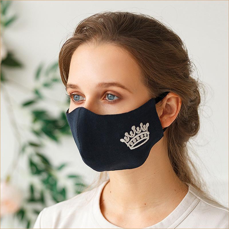 Черные маски с вышивкой