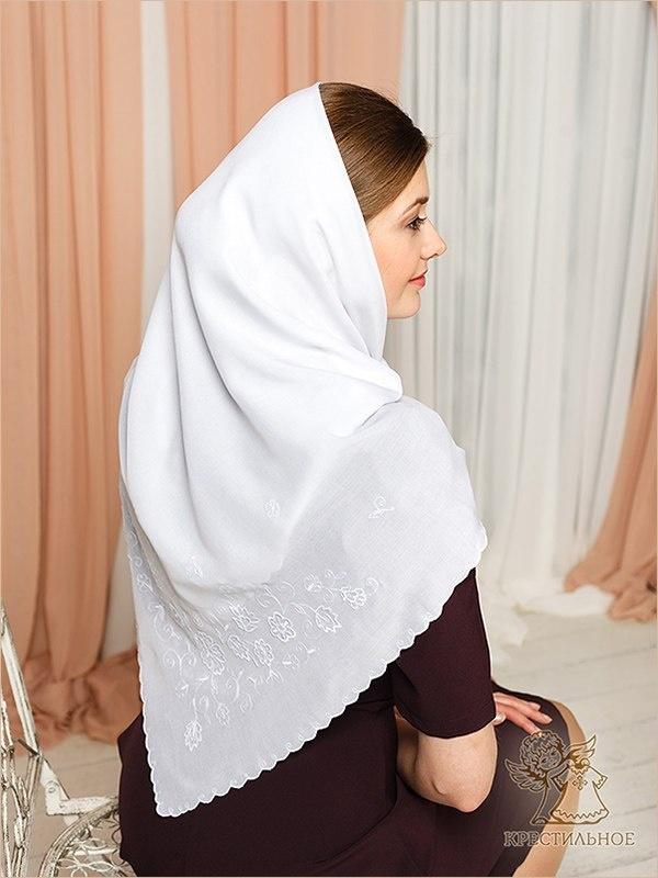 Белоснежный платок с вышивкой