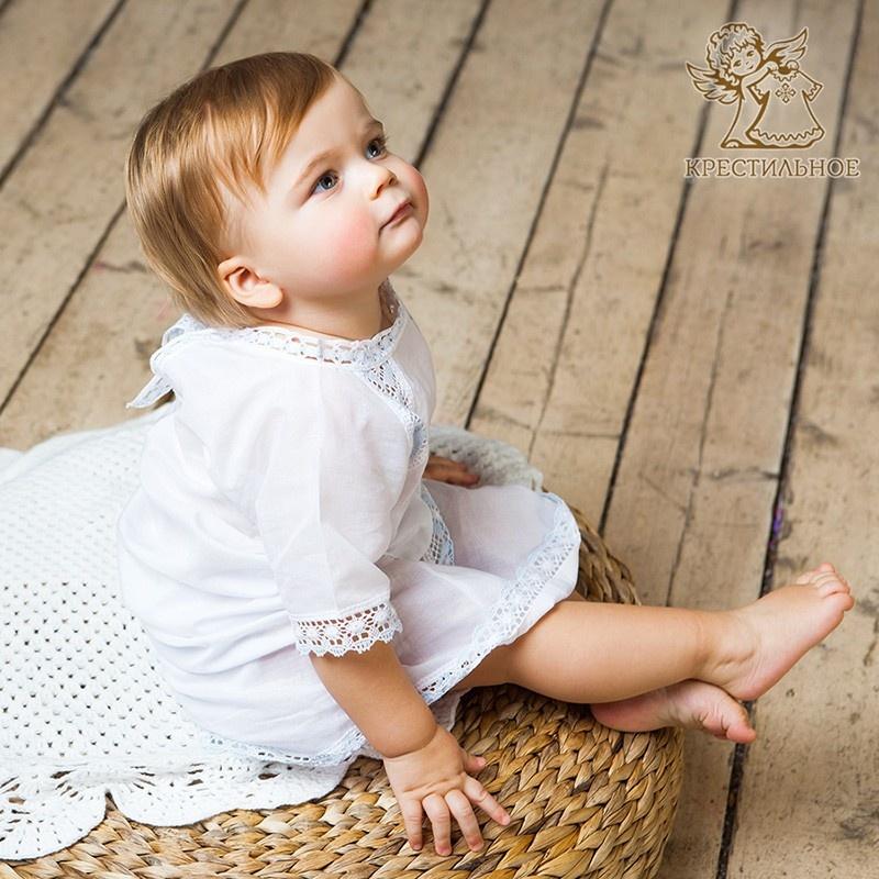 крестильная рубашка на ребенке из комплекта