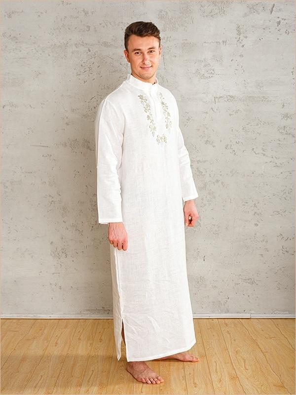 мужчина в крестильной рубашке
