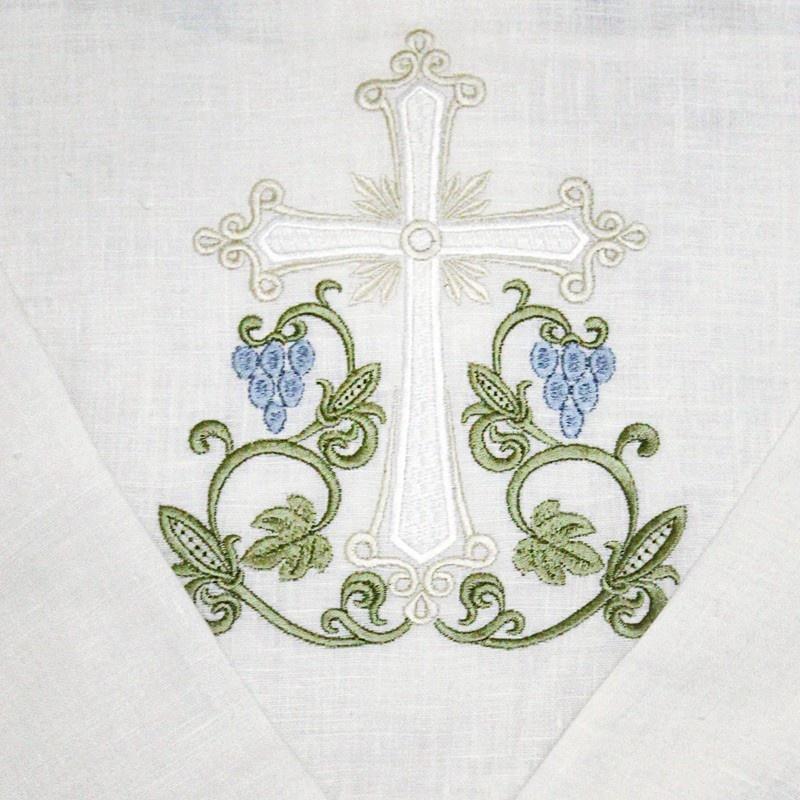 крест на спине крестильной рубашки