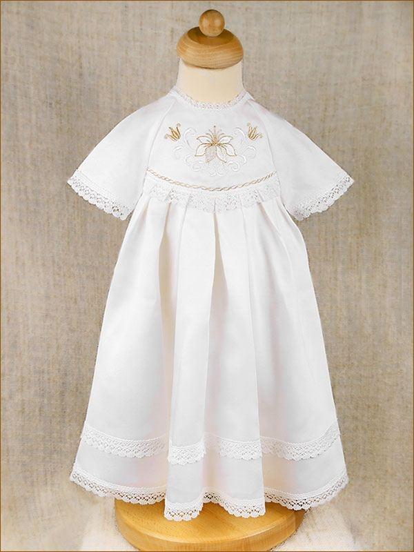 платье для крещения на манекене