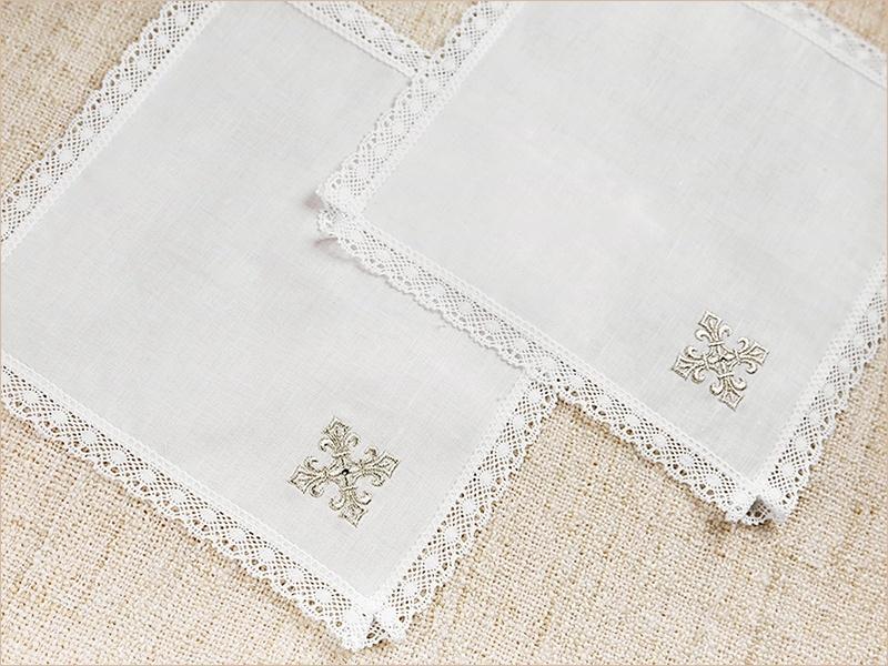 платочки с золотым крестиком