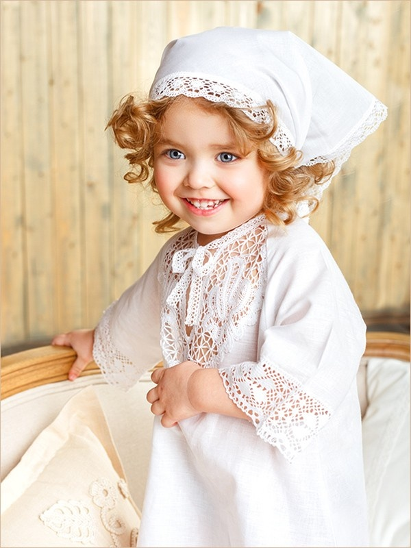 девочка в крестильной косынке