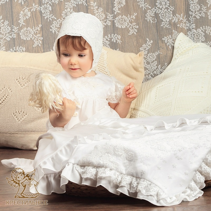 кружевная двухслойная крыжма с рюшами и капюшоном для девочки