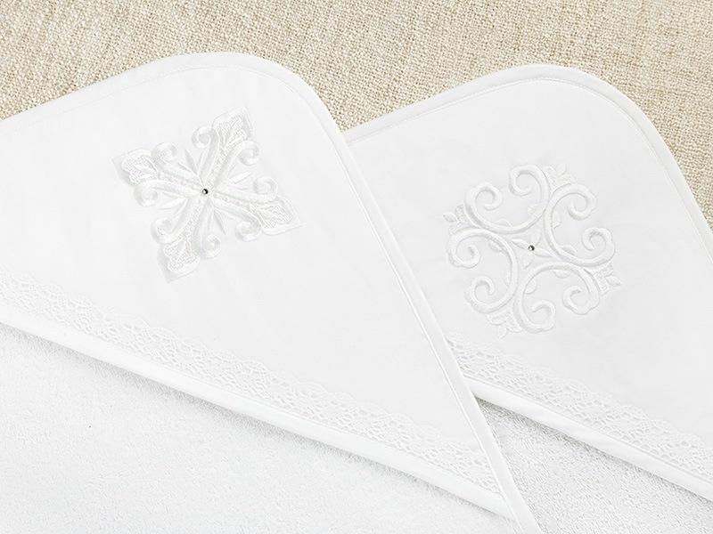 махровые уголки для крещения с белыми крестиками на капюшонах