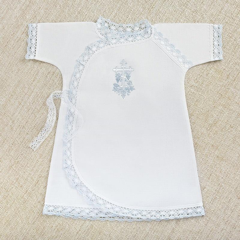 распашонка с бело-голубым кружевом и вышивкой
