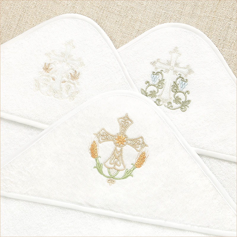 3 вида православных крестиков на капюшонах крестильных уголков