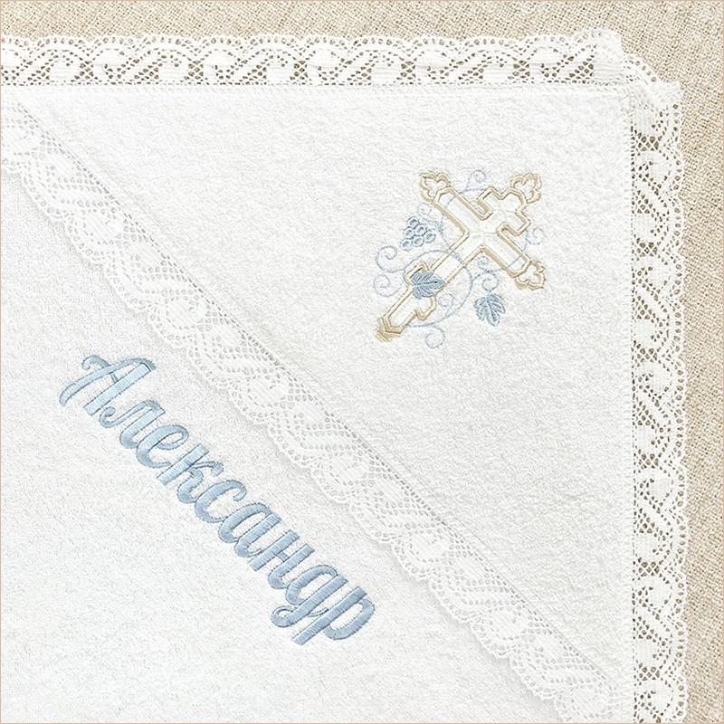 пример вышивки голубым цветом под линией капюшона